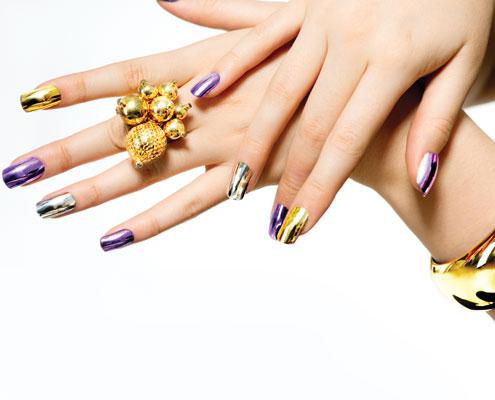 Frauenhände Nageldesign