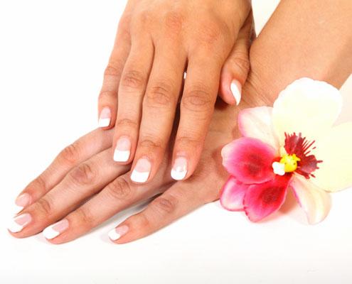 Frauenhände & schöne Fingernägel
